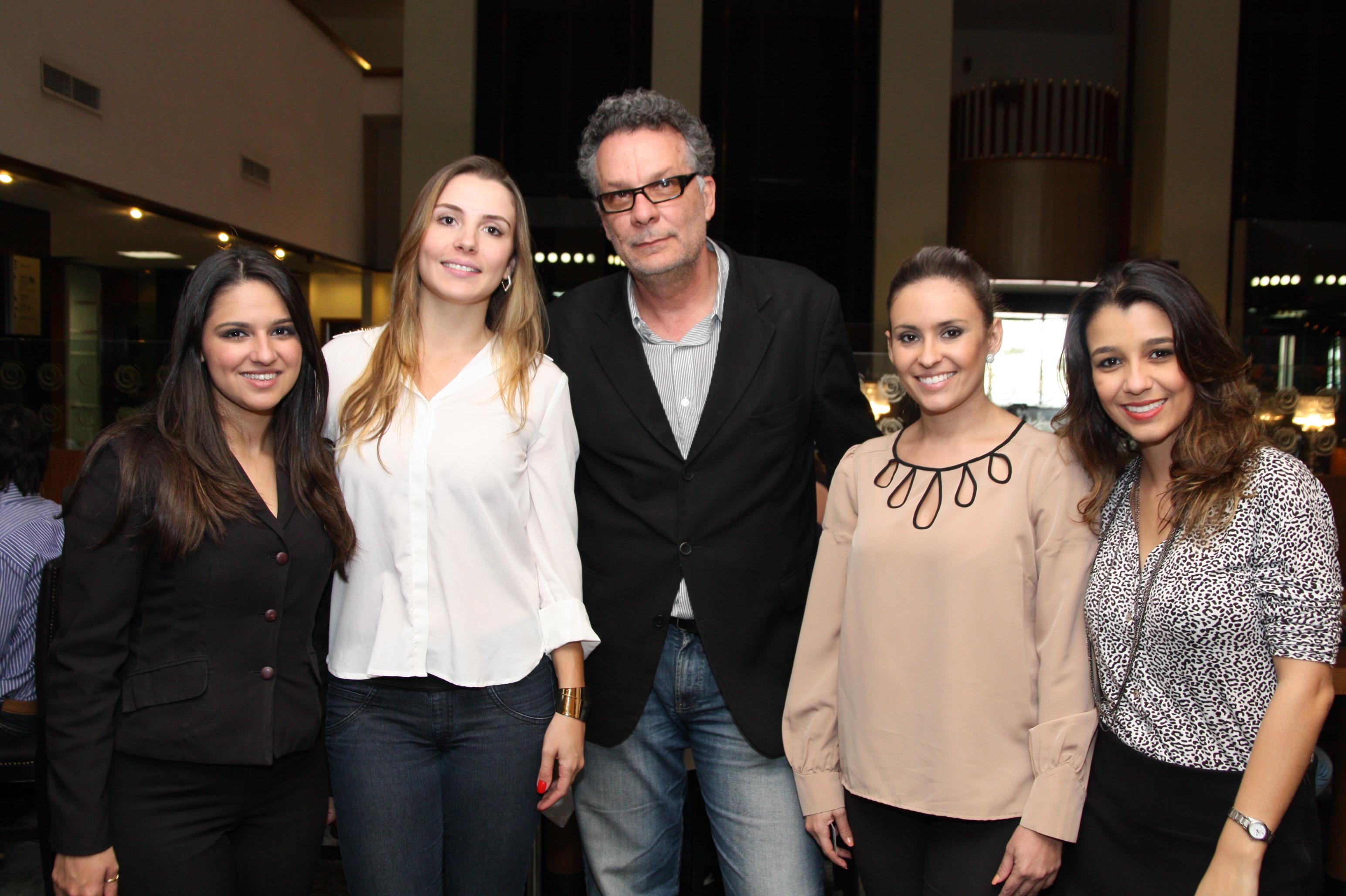 Equipe da Com Você e do Ouro Minas junto ao jornalista Nélio Rodrigues